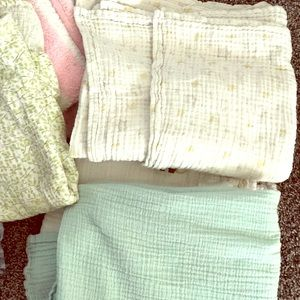 Swaddle blankets- great condition